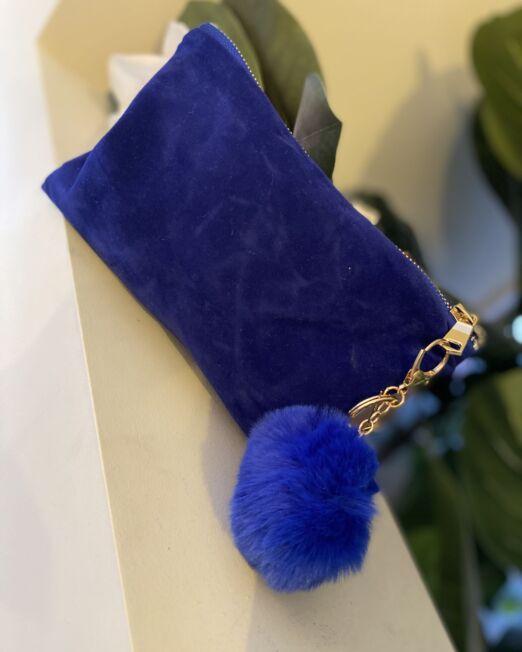 blue'